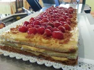 Torta crema e fragole